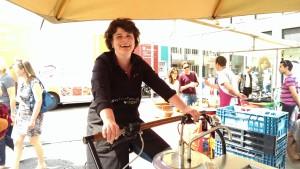 Marielle Kroondijk op de Frietfiets